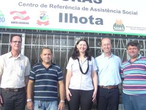 Prefeito Ademar inaugurando as instalação do CRAS Ilhota