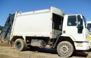 Novo caminhão de coleta de lixo adquirido em 2010 e custou cerca de R$ 130.000,00