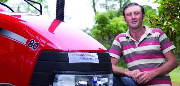 O agricultor Fernando Vailat, de Passo Fundo (RS), adquiriu um trator pelo programa/ Foto: Eduardo Aigner/MDA