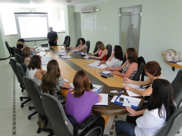 Colegiado de Assistência Social de SC realiza reunião na AMFRI