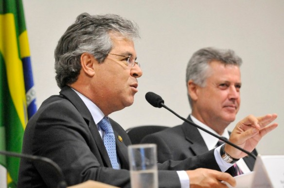 Comissão do Meio Ambiente (CMA) reúne-se para leitura do relatório ao projeto do novo Código Florestal. Mesa (E/D): senador Jorge Viana (PT-AC); presidente da CMA, senador Rodrigo Rollemberg (PSB-DF)