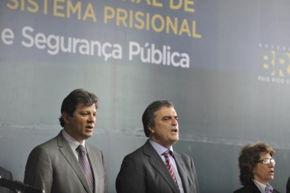 Ministros Fernando Haddad, José Eduardo Cardozo e Iriny Lopes lançam plano para criar 42 mil vagas no sistema prisional. Foto: Marcelo Casall Jr./ABr