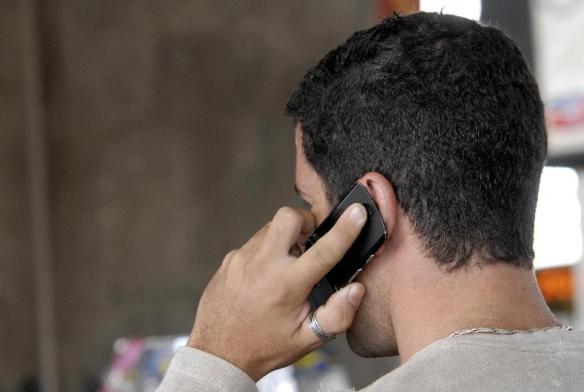 Ligações telefônicas, mensagens no celular e e-mail passam a ser considerados formas de subordinação ao empregador. Foto: Antonio Cruz/ABr/Arquivo