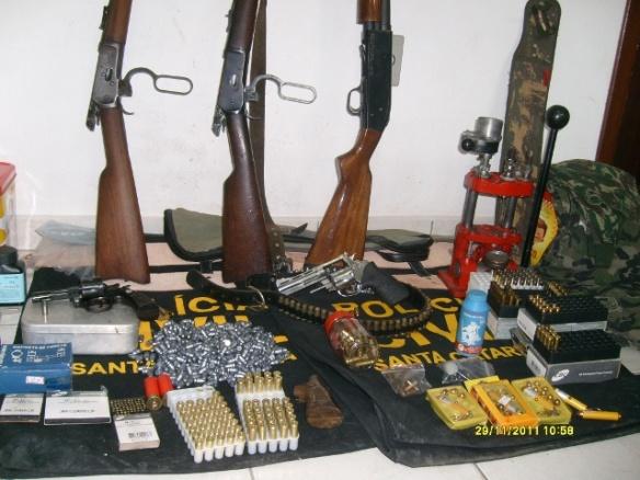 Polícia Civil apreende armas e munições em Ilhota