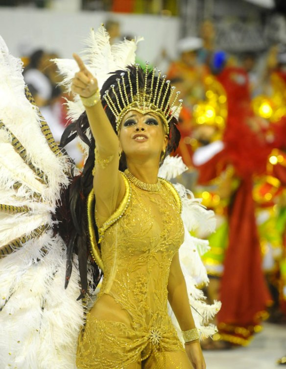 Atual campeã do carnaval de Santa Catarina, União da Ilha da Magia levou alegorias sobre a Itália para o desfile das escolas de samba de Florianópolis na noite de sábado (18) (Foto: Guilherme Lira/Agência RBS)