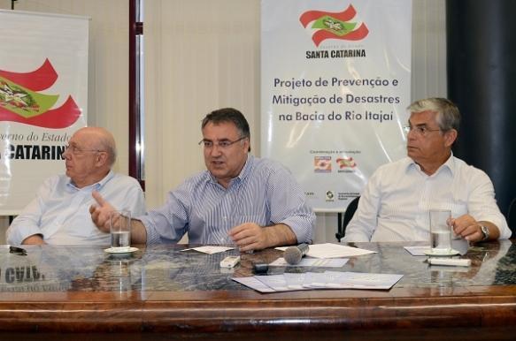 Governador lança plano de prevenção contra enchentes em Itajaí