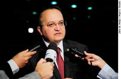 Pedro Taques defende votação da PEC 300