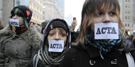 Em poucos dias, a Comissão Europeia (CE) vai fazer uma última tentativa de reavivar o ACTA. Mas nós podemos trazer à luz esta jogada suja e acabar com seus planos.