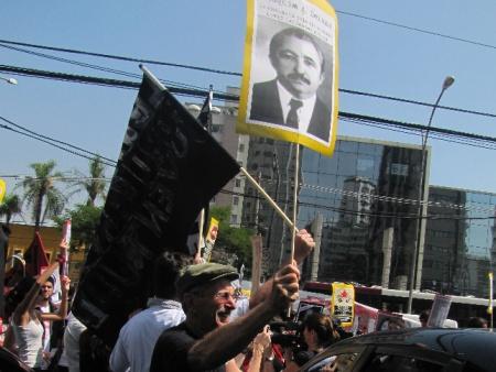 Em SP, alvo da manifestação foi um delegado aposentado do antigo Dops