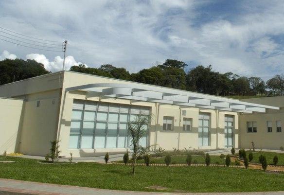 Raimundo Colombo autoriza mais R$ 1 milhão para ampliar Hospital Universitário da FURB no dia de sua inauguração