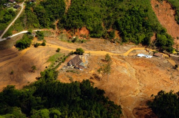 Desastre ambiental no complexo do Morro do Baú