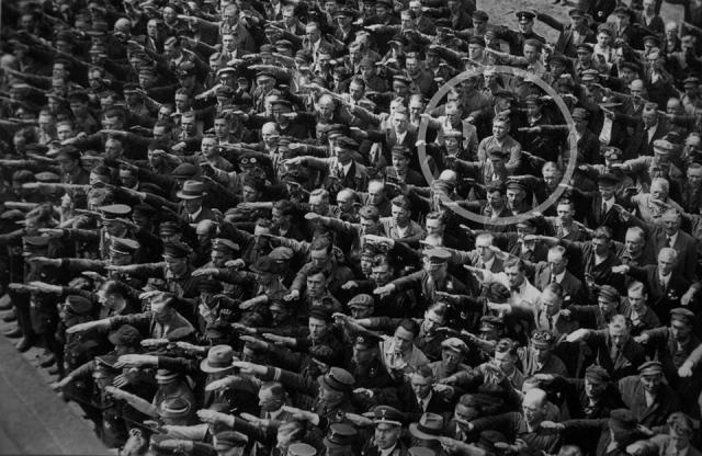 August Landmesser recusou-se a fazer a saudação nazi