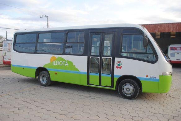 ônibus do transporte coletivo de Ilhota