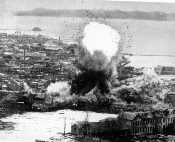 Japoneses são massacrados com Napalm entre 1944-1945