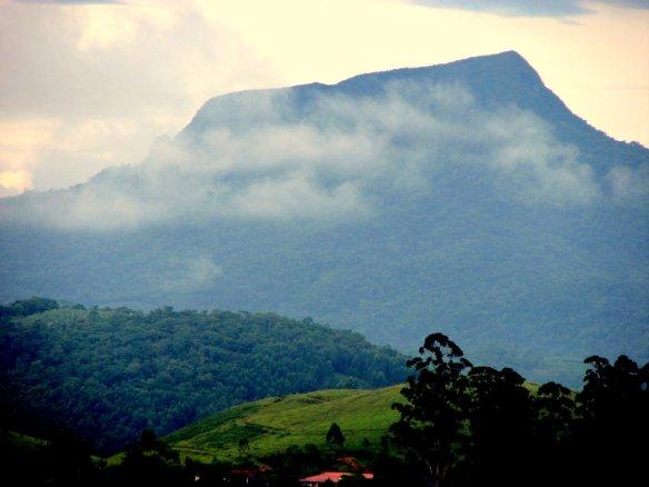 Morro do Baú em Ilhota vista leste