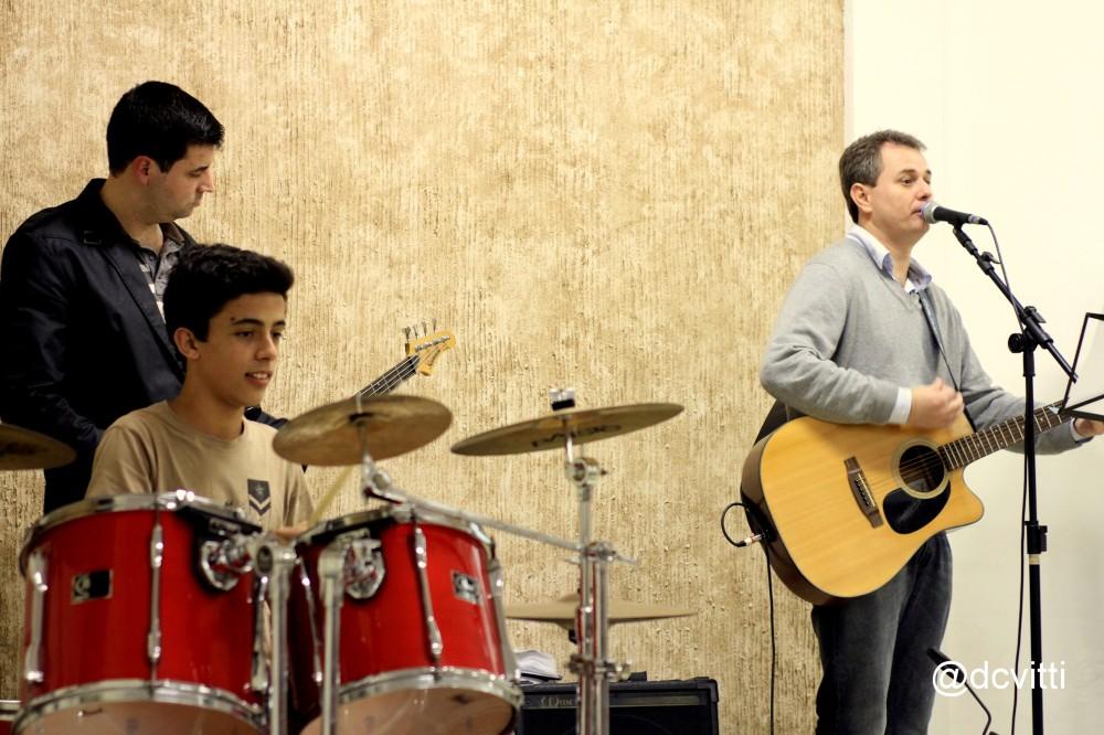 Grupo de louvor Santuário da Família de Ilhota - Ricardo da Silva, Maurício Sabino e Douglas Borba
