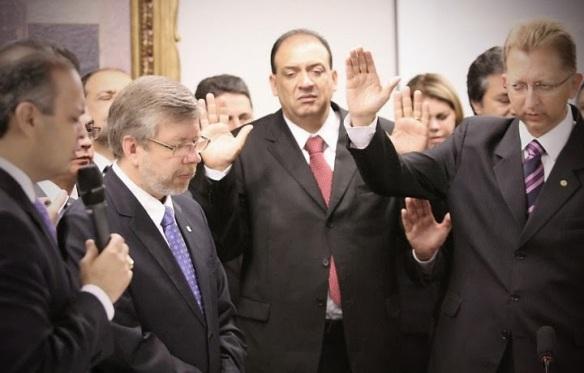 Bancada Evangélica quer barrar Código Penal