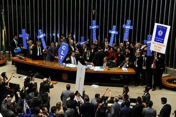 Câmara aprova reforma trabalhista