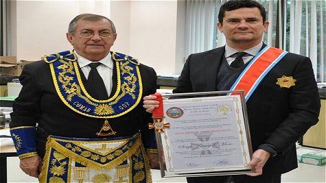 Juiz Sérgio Moro recebe a comenda do Comab no grau de grâ-cruz