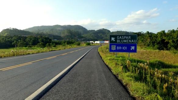 Trecho da Rodovia de acesso a Ilhota que liga a BR-470 com a Ponte de Ilhota que será municipalizada