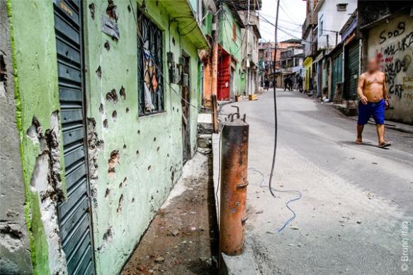 Chega de guerra na favela! Moradores pedem paz