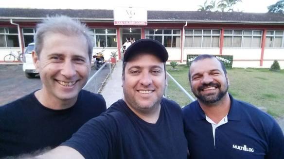 Encontro de amigos na frente do nosso colégio Eeb Valério Gomes