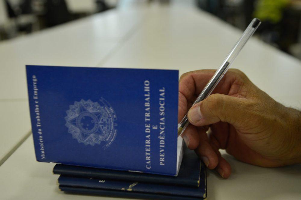 Carteira de trabalho e o desemprego no Brasil