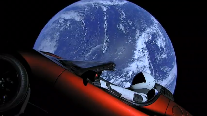 Starman viajando com o seu Tesla pelo espaço