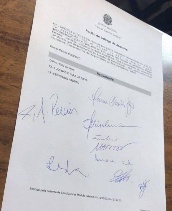 Recibo de entrega de documentos comprovando o registro de Lula para presidente da República