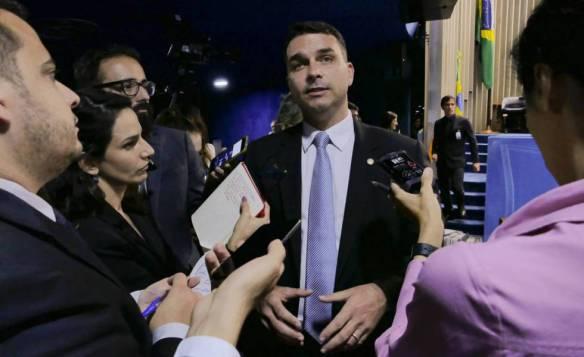 COAF aumentam pressão sobre família Bolsonaro