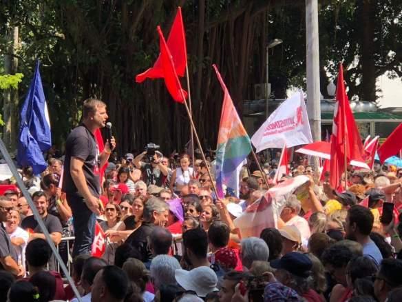 Carlos Eduardo de Souza o Cadu discursando para militância durante a caravana da cidadania em Florianópolis