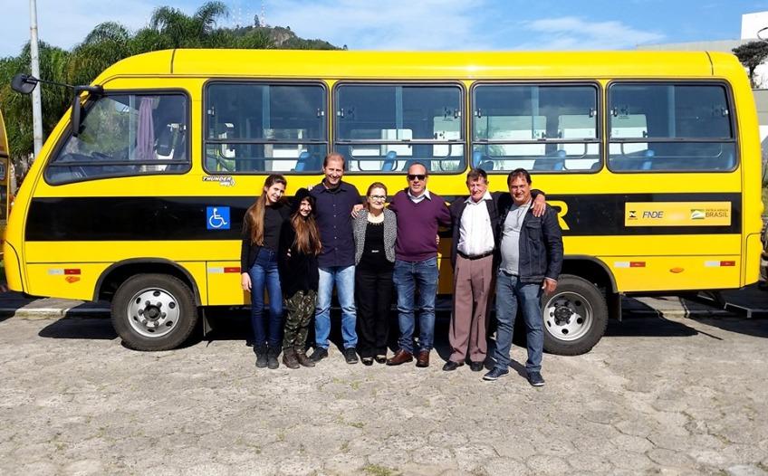 Vereador conquista um ônibus escolar para Ilhota