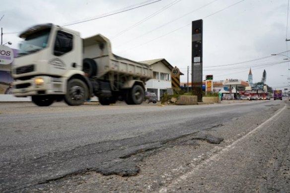 Governador Carlos Moisés assegura investimentos para a infraestrutura em Ilhota